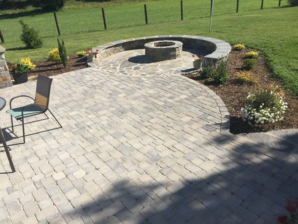 Paver Patio With A Grill Station Bubbling Rock Sitting Wall And